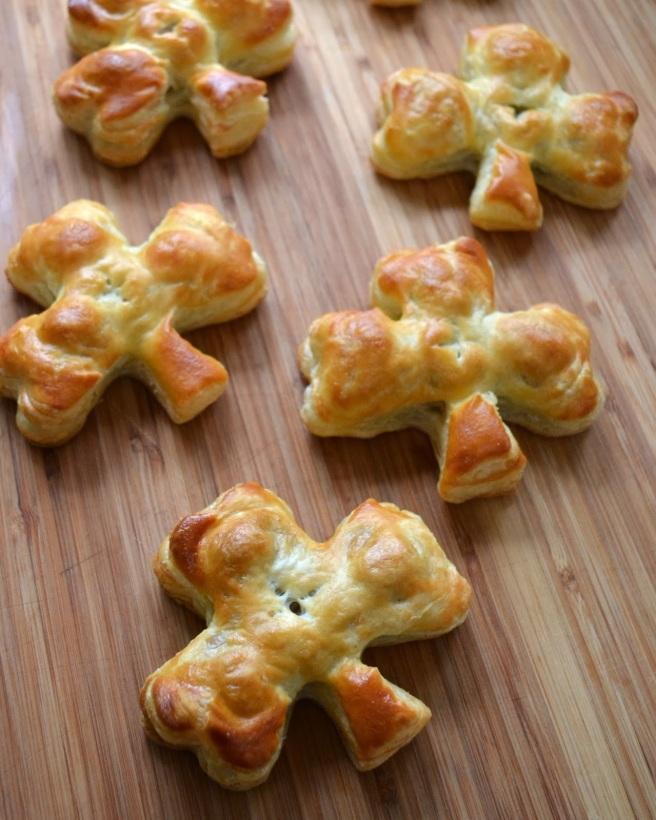 irish sausage rolls pastry shamrock st. patrick's recipe-003