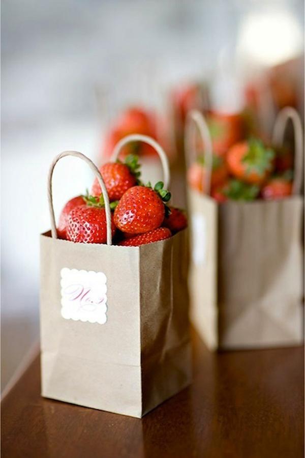 strawberry-wedding-ideas