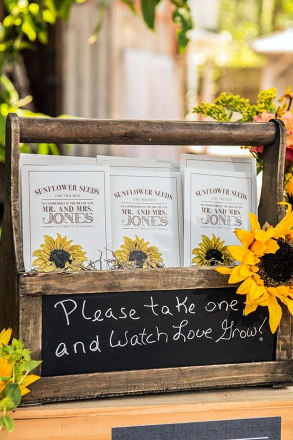 rustic-sunflower-wedding-favors-sunflower-seeds